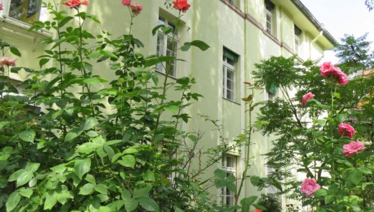 Villa mit Gartenanlage
